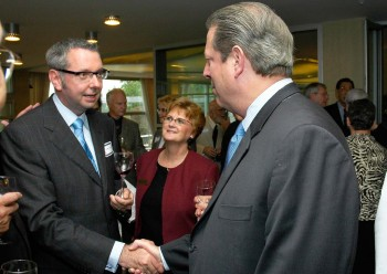 Stephen Toope meeting Al Gore in 2006. Photo: Martin Dee